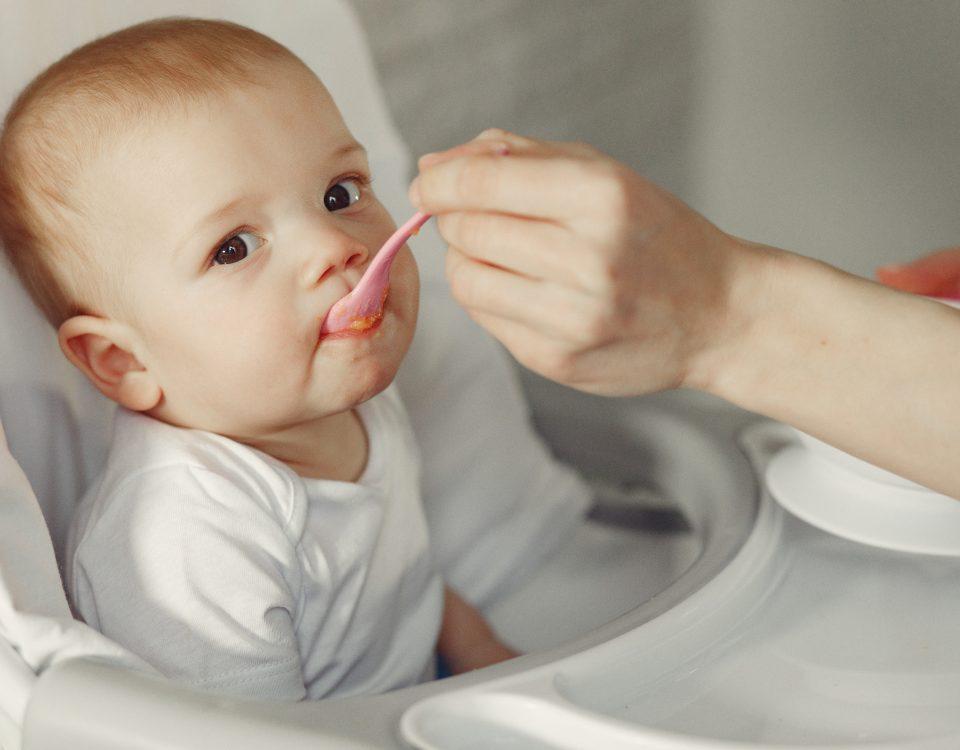 Bebé a comer